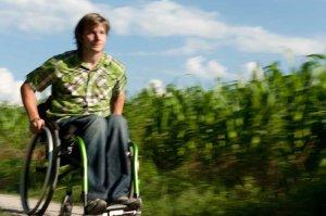 Rollstuhlfahrer outdoor